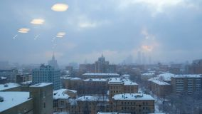 Śnieżny nadokienny miasto widok zbiory