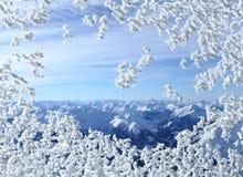 Śnieżny okno i skały zdjęcie stock