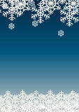Śnieżny płatek na błękitnym tle; Boże Narodzenie sezonu szablonu wakacyjny projekt; Szczęśliwy świętowanie wystrój Obrazy Stock