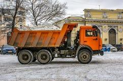 Śnieżny usunięcie na rynku w Petersburg Śnieżny remov Zdjęcia Royalty Free