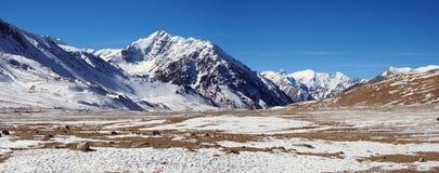 Śnieżny widok górski blisko Khunjerab przepustki obraz stock