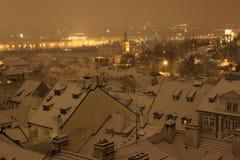 Śnieżny wieczór w zimie Praga, republika czech Obrazy Royalty Free