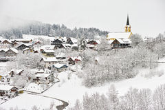 Śnieżny wioska krajobraz obraz stock