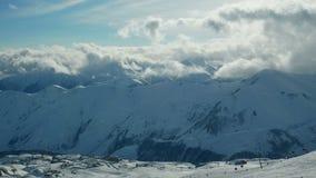 Śnieżnych gór zimy krajobrazu natury słońca chmurny timelapse zdjęcie wideo