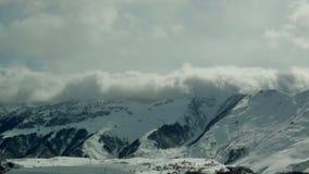 Śnieżnych gór zimy krajobrazu natury słońca chmurny timelapse zbiory wideo