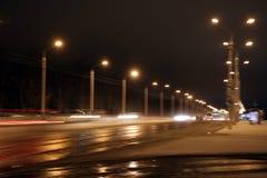 Śnieżyca, biedna widoczność, zręczne drogi i udziały ruch drogowy, zdjęcie royalty free