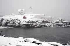 Śnieżyca przy przylądka Neddick latarnią morską w Maine Obrazy Royalty Free