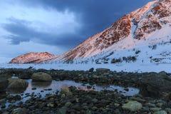 Śnieżyste góry w zmierzch łunie Obraz Stock