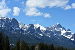 Śnieżyste Skaliste góry zdjęcie royalty free