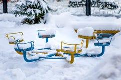 Śniegów gruzy na boisku i dryfy obraz stock