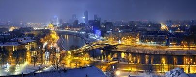 Śnieg i światło zaparowywamy, ranek w Vilnius Obrazy Royalty Free