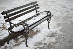 Śnieg na ławce obraz royalty free