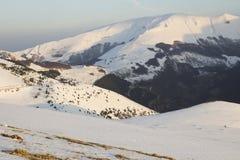 Śnieg w parku narodowym Sibillini góry fotografia stock