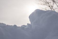 Śnieg z Mgławym słońcem Za Nim Zdjęcia Stock