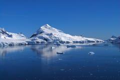 Śnieg zakrywać góry Zdjęcia Royalty Free
