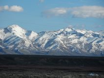 Śnieg zakrywać góry w Kwietniu obrazy stock