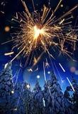 Śnieg zakrywał świerkowych drzewa i sparkler - boże narodzenia Obrazy Royalty Free