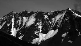 Śnieg zakrywał górę, czarny i biały, Torres Del Paine Obrazy Royalty Free