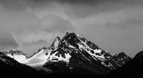 Śnieg zakrywał górę, czarny i biały, Torres Del Paine Zdjęcie Royalty Free