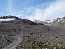 Śnieg zakrywał góra Piekarnianego widok od Ptarmigan grani śladu Zdjęcia Stock
