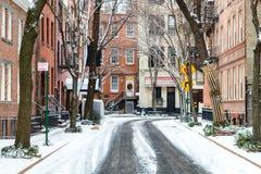 Śnieg zakrywał handel ulicę po tym jak zimy burza w Miasto Nowy Jork obrazy royalty free