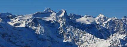 Śnieg zakrywał Mt Uri Rotstock i inne wysokie góry Zdjęcie Royalty Free