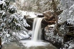 Śnieg Zakrywająca siklawa Appalachian góry - Kentucky - Płaski liźnięcie Spada - zdjęcia stock