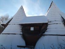 Śnieg zakrywający drewniany bungalow Obrazy Stock