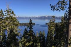 Śnieg Zakrywający Góra Krystaliczny Błękitny jezioro obraz royalty free