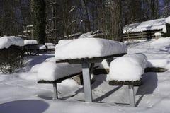Śnieg Zakrywający stół I ławka Obraz Royalty Free