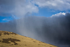 Śniegu obłoczny pobliski Miły harcerz Obrazy Royalty Free