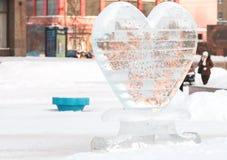 Śniegu, zimy i rzeźby serce lód, Zdjęcia Stock