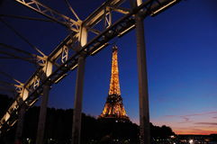 Śpiąca wieża eifla w Paryż Obrazy Royalty Free