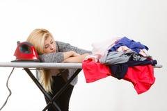 Śpiąca zmęczona kobieta ma odziewa odprasowywać Obrazy Royalty Free