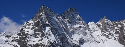 Śpiczasty szczyt Khumbila, także zwany Khumbu Yul Lha Góra iść Zdjęcie Royalty Free