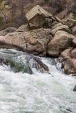 Śpieszyć się strumień wodę rzeczną przez Jedenaście mil jaru Kolorado Zdjęcia Stock