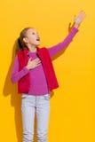 Śpiewacka dziewczyna Obrazy Royalty Free