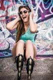 Śpiewacka dziewczyna na łyżwach Zdjęcie Stock