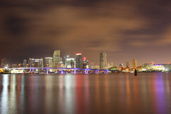 śródmieścia sławna Miami noc scena obraz royalty free