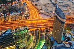 Śródmieście Dubaj przy nocą fotografia royalty free
