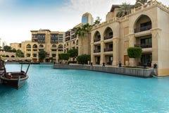 Śródmieście, Dubaj, Zjednoczone Emiraty Arabskie Dubaj fontanny przejażdżki Jeziorna atrakcja turystyczna z abra łodzią obraz royalty free