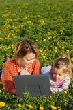 śródpolna kwiatu dziewczyny mała wiosna kobieta zdjęcia royalty free