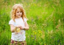 śródpolnej dziewczyny mały ładny lato Obrazy Stock