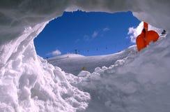 śródpolny dziury narty śnieg zdjęcie royalty free