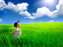 śródpolny szczęśliwy dzieciak Zdjęcie Stock