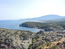 Śródziemnomorska linia brzegowa w nakrętce De Creus, Hiszpania Obraz Stock