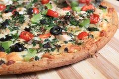 Śródziemnomorska stylowa pizza obraz stock