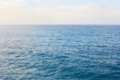 Śródziemnomorski błękit, spokojny denny horyzont Fotografia Stock
