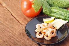 Śródziemnomorski naczynie świezi warzywa z garnelami zdjęcia stock