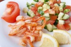 Śródziemnomorski naczynie świezi warzywa z garnelami Zdjęcie Royalty Free
